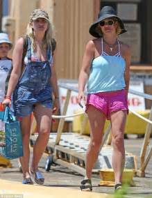 Britney Spears treats her sons and sister Jamie Lynn to a ...