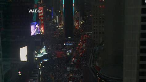 flipboard  york power outage darkens streets subways