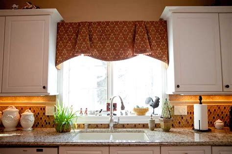 curtains for kitchen window above sink window treatments for small windows in kitchen homesfeed 9526