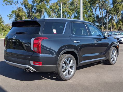 The sel gets keyless entry and ignition with remote engine start, heated front seats. New 2020 Hyundai Palisade SEL AWD Sport Utility