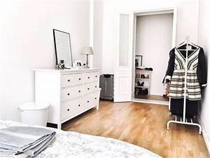 Erste Eigene Wohnung Was Braucht Man : perfekte wg zimmereinrichtung gem tliches bett kleiderstange sch ne kommode mit spiegel ~ Markanthonyermac.com Haus und Dekorationen