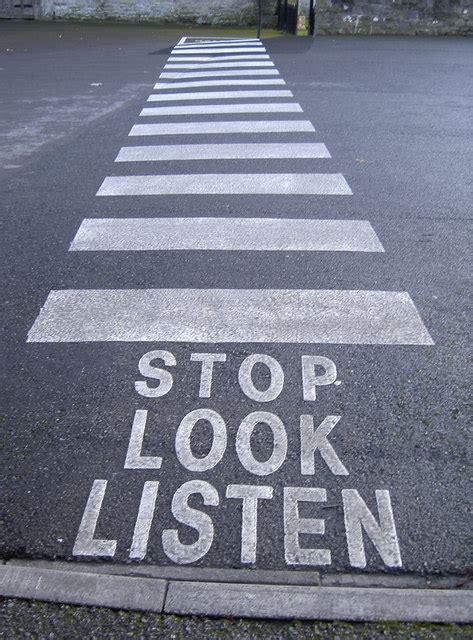 stop  listen  neil owen cc  sa geograph