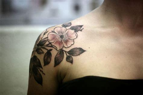 51 Marvelous Vintage Shoulder Flower Tattoos