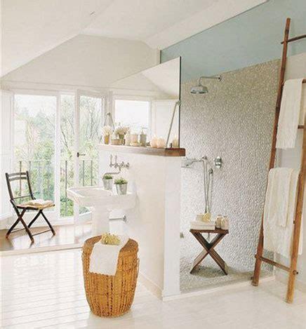 Ländlichen Badezimmer Mit Kreativen Layout Wohnideen