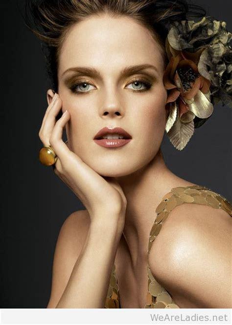 women golden makeup