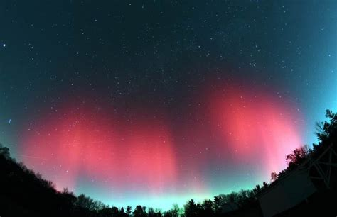 pemandangan luar angkasa aurora merah pernik dunia