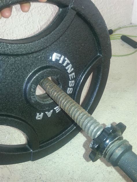 weight plate doesnt fit  bar fitness