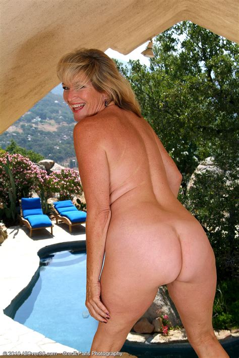 Year Old Tina From Milfs Is Naked And Opening Up Outdoors Tin Milfs