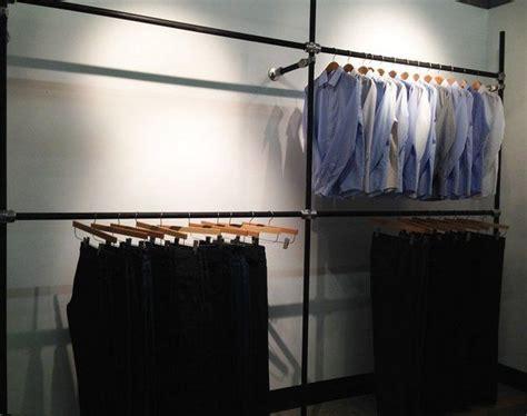 Kleiderstange An Wand Befestigen by Diy Garment Rack For S Clothing Showroom Diy Retail