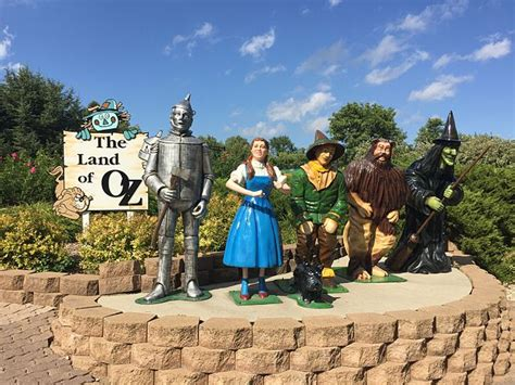 dakota south aberdeen storybook land park file sd falls road onlyinyourstate whimsical sioux commons theme straight north pierre wikimedia vacation
