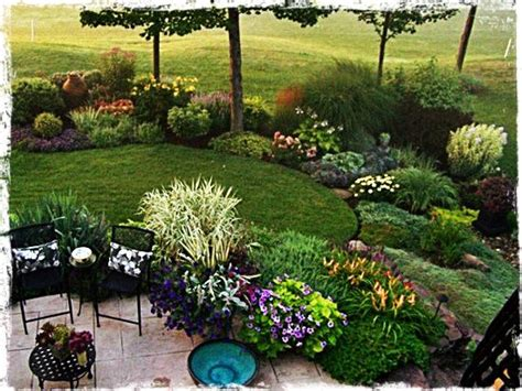patio border plants 17 best images about good outdoor ideas on pinterest gardens raised beds and garden pallet