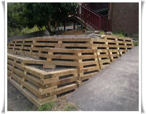 build  retaining wall landscaping
