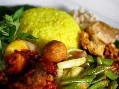 Biasanya disajikan ketika acara keagamaan seperti maulid nabi, khitanan, aqiqah, dsb. Resep Nasi Kuning Rice Cooker Komplit Paling Sederhana ...