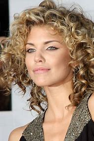 Layered Hairstyles for Naturally Curly Hair