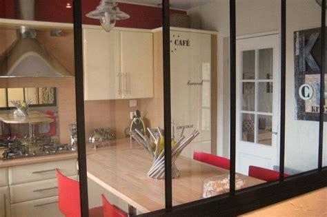 fenetre separation cuisine fenetre intérieur cuisine une idée déco les clés de la