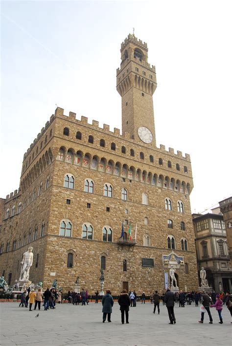 The palazzo vecchio (old palace) is one of the most famous symbols of the city of florence and certainly is a stop that can't miss in your visit to this city cradle of the italian renaissance. Firenze: Palazzo Vecchio - Viaggi, vacanze e turismo ...