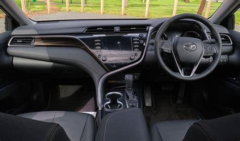 driven  toyota camry hybrid  worthy   lexus