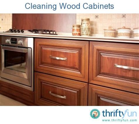 cleaning kitchen cabinets with vinegar best 25 cleaning wood cabinets ideas on 8223