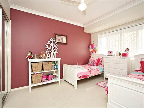 childrens room bedroom design idea  carpet floor