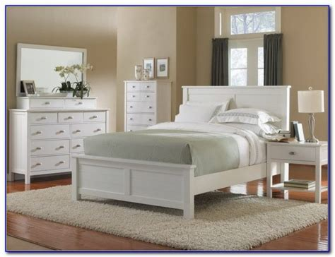 White Distressed Bedroom Furniture by Distressed White Bedroom Furniture