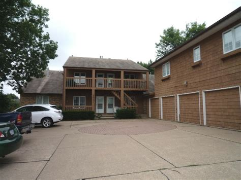 condos with a garage for sale in davenport ia 2821 w