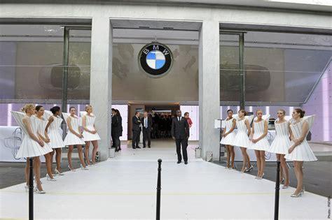 bmw opens  luxury brand store  avenue george   paris