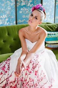 Brautkleid Mit Farbe : brautkleid mit farbe und tollem herzausschnitt bei unserer yoki und ihrem au ergew hnlichen ~ Frokenaadalensverden.com Haus und Dekorationen