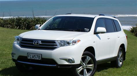 Toyota Highlander 2010 by Toyota Highlander 2010 Car Review Aa New Zealand