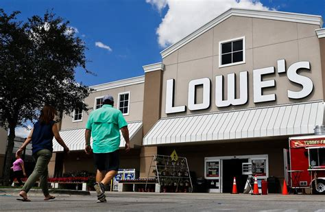 lowes store miami lowe s to cut thousands of store workers shuffle jobs wsj
