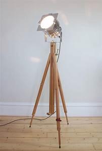 Vintage wooden floor lamp light fixtures design ideas for Antique wooden floor lamp base