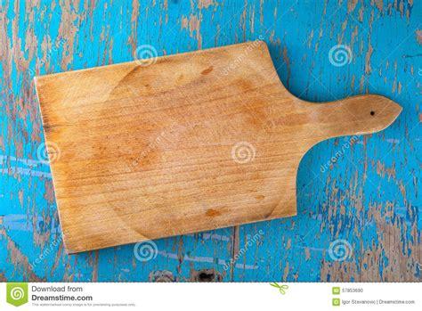 planche cuisine bois planche à découper sur la table de cuisine en bois