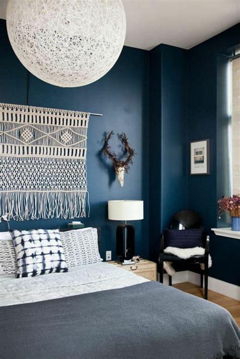quel mur peindre en couleur dans une chambre quelle couleur pour une chambre à coucher le secret est ici