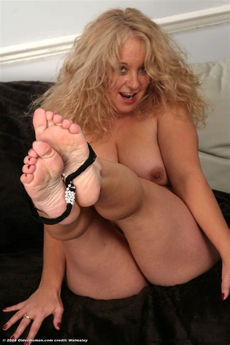 Fiftyish bbw fondles her plump older feet and toes in the nude - Pichunter