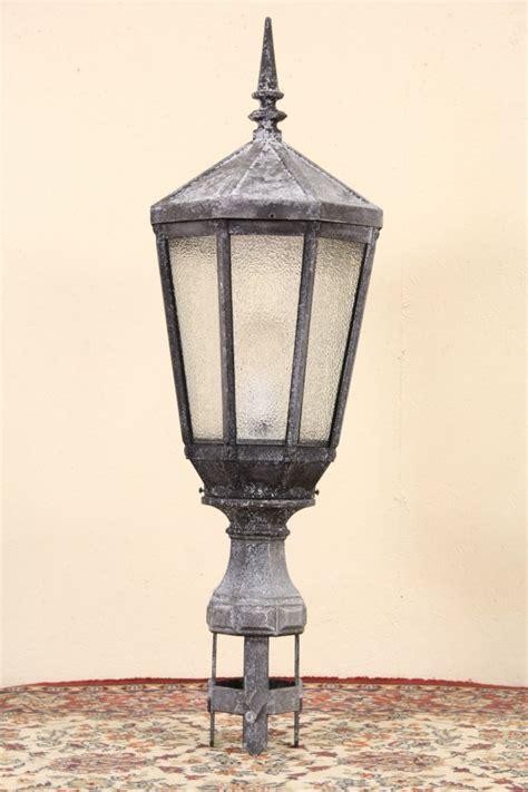 sold  york city salvage  antique street light