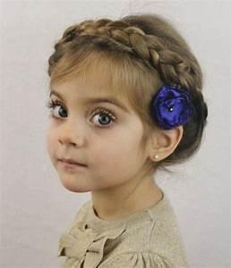 Couronne De Fleurs Mariage Petite Fille : coiffure petite fille 90 id es pour votre petite princesse ~ Dallasstarsshop.com Idées de Décoration