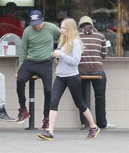 Amanda Seyfried in Amanda Seyfried & Josh Hartnett Grab ...