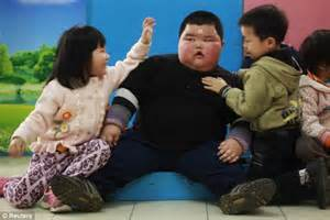 Fat Kid On Phone Meme - lu hao day in the life of 4 year old toddler who weighs 9 and a half stone daily mail online