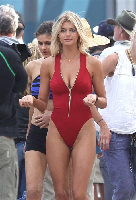 ann kristin aafedt flatland bikini η νέα πάμελα φωτογραφήθηκε στην καυτή άμμο χωρίς το