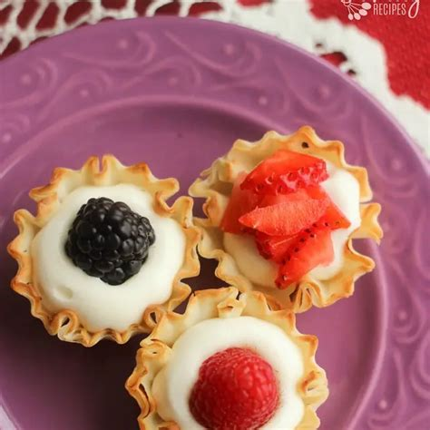 Everyone knows the the best part of pot pie is the crust, especially when it's buttery and flakey perfection. Easy Phyllo Cups with Fruit | Recipe in 2020 | Desserts, Phyllo cups, Fruit recipes