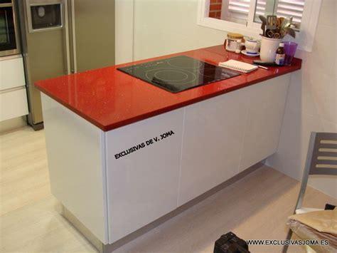 muebles de cocina en blanco alto brillo  tirador en