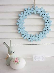 Fensterdeko Zum Hängen : t r kranz blumen kranz zum h ngen hellblau pastell holz ~ Watch28wear.com Haus und Dekorationen