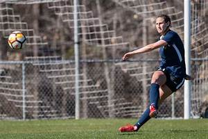 Greenville native signs with pro women's soccer team North ...