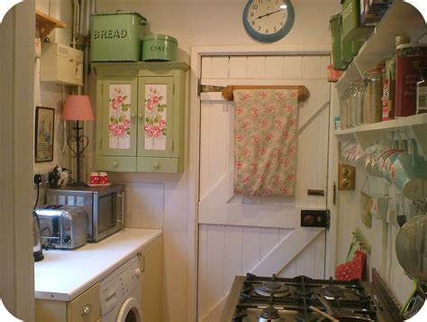 The + Best English Cottage Kitchens Ideas On Pinterest