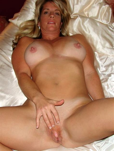 Playing With Her Clit Milf Luscious