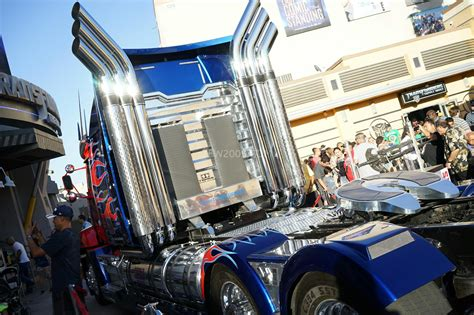 botcon   western star optimus prime truck