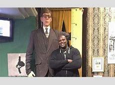 Shaquille O'Neal se fotografía con la figura del hombre