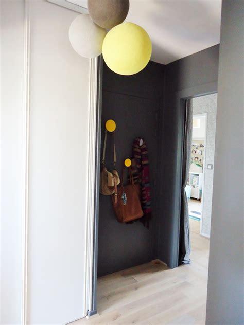 une entrée et un couloir contrastés home by