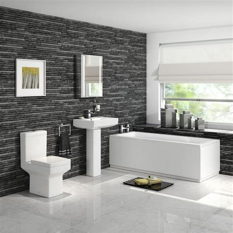 Bad On Suite by 1700mm Belfort Bath Suite