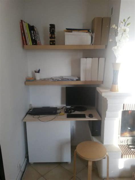 un bureau dans le salon un coin bureau dans le salon