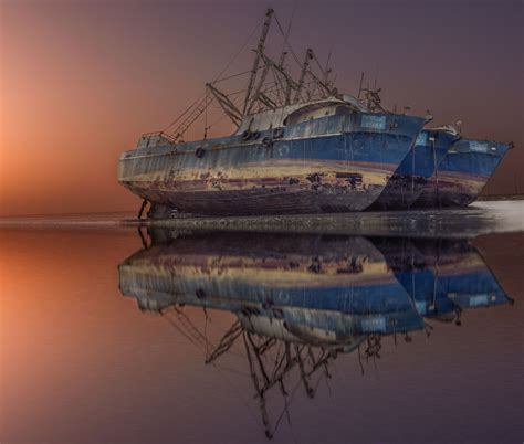 photographers capture  stunning shipwrecks